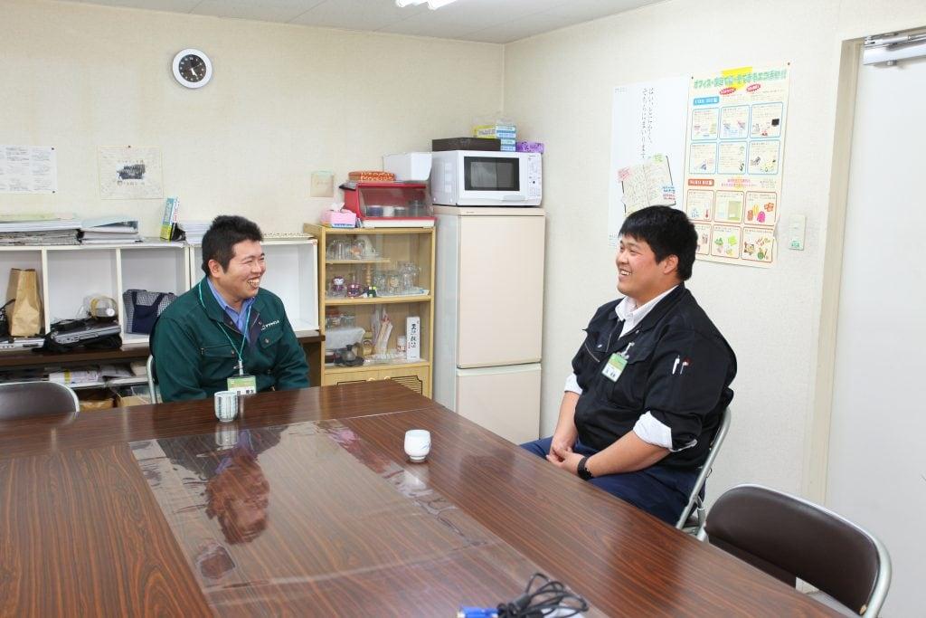 2階の事務所奥の休憩室は、昼食やミーティングに使用。「太田さんの昼ご飯は、いつも愛妻弁当なんですよ」と林さん