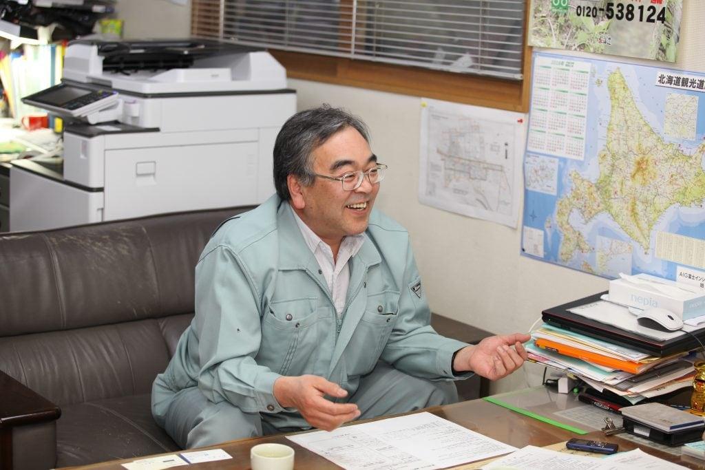 4人の息子の父でもある代表取締役の高橋穣二さん。「何でもやってみたいほうなので」と趣味は多彩な様子